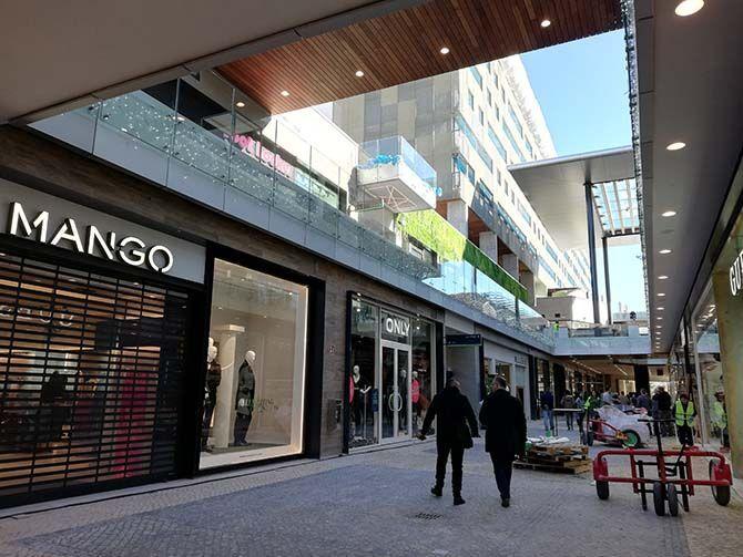 El Macrocentro Comercial Abre Manana Sus Puertas Con Un Centenar